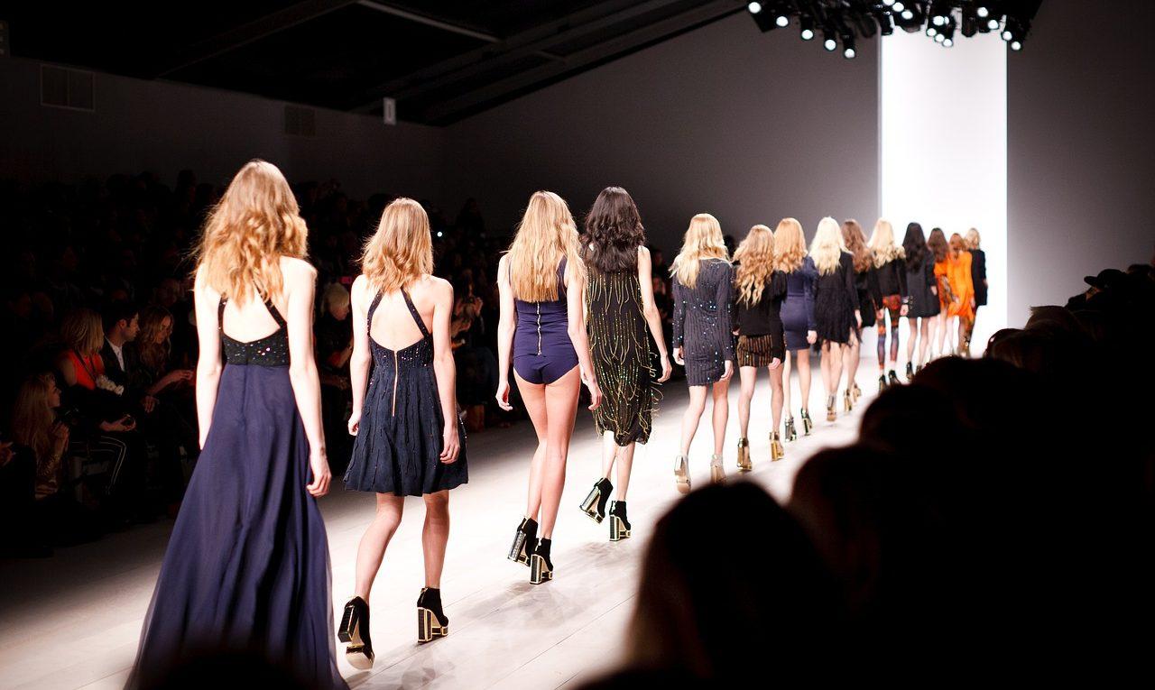 défilé de haute couture en France