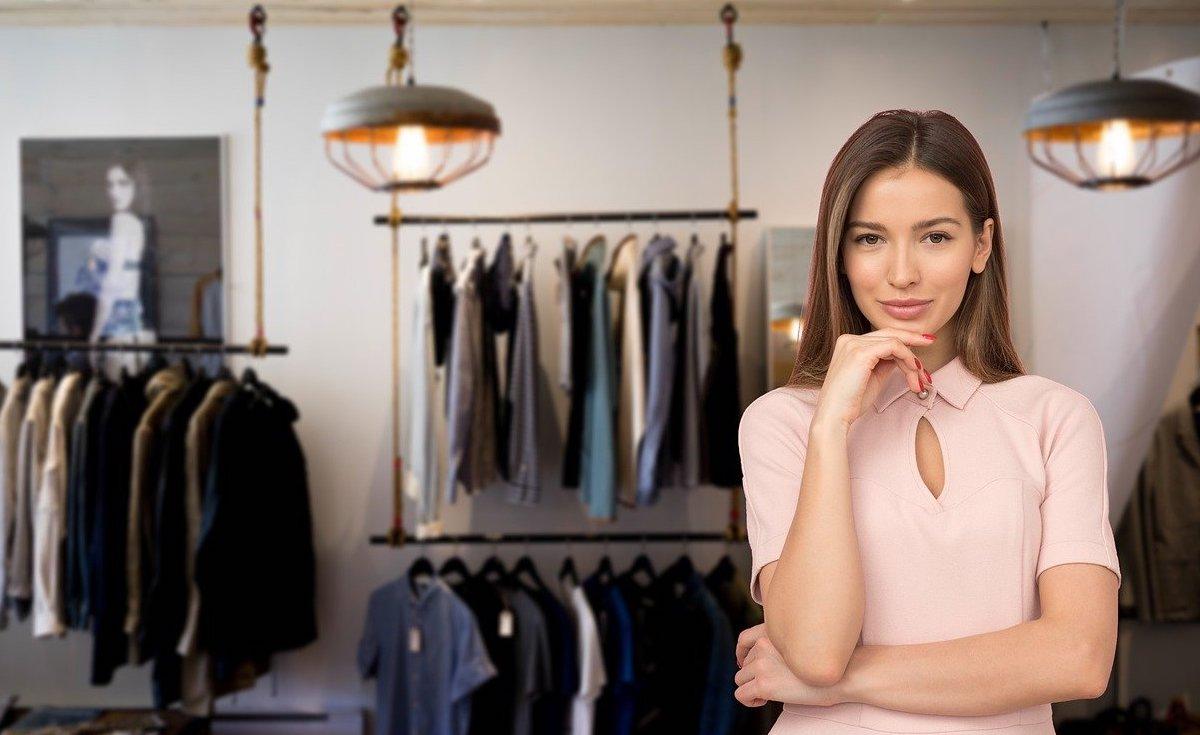 Ma nouvelle vendeuse au magasin de vêtements